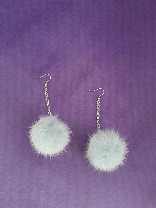 Παλ μπλε γούνινα σκουλαρίκια με γάντζο και βιζον  πομπομ