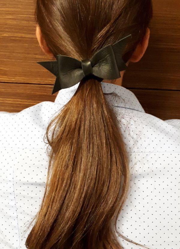 Δερμάτινος φιόγκος  λαστιχάκι για τα μαλλιά