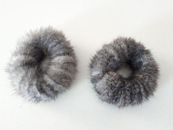 Γκρι γούνινα λαστιχάκια για τα μαλλιά (Blue iris or sapphire)