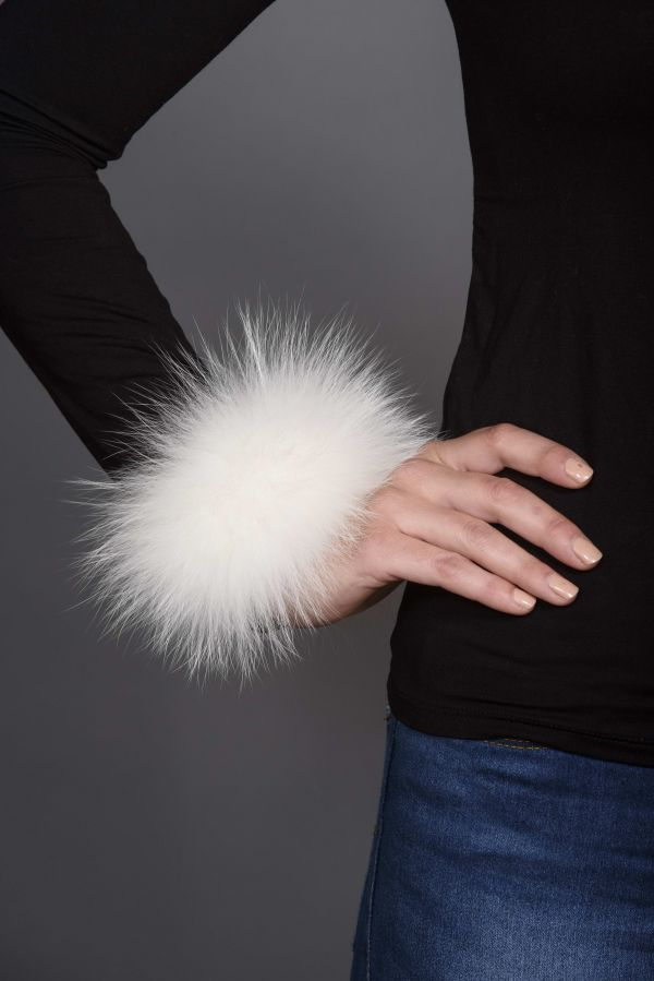 Μανσέτα-βραχιόλι με άσπρη γούνα και δέρμα.
