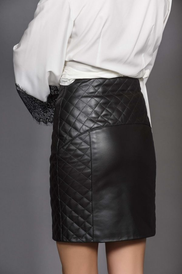 Δερμάτινη φούστα με καπιτονέ λεπτομέρειες