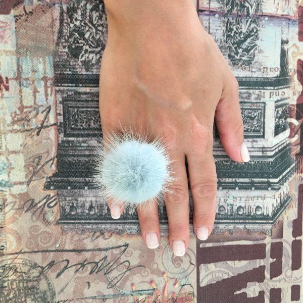 Παλ μπλε  γούνινο δαχτυλίδι